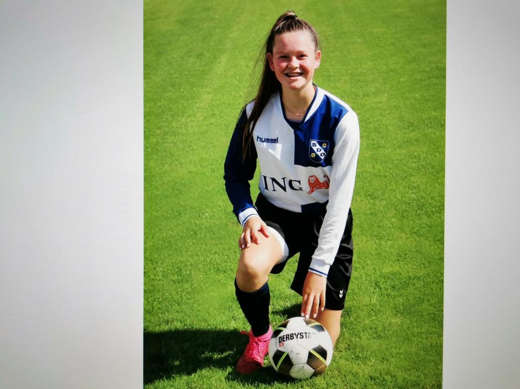 Donna van der Zalm (16-1) uitgenodigd voor Ajax Talentenacademie