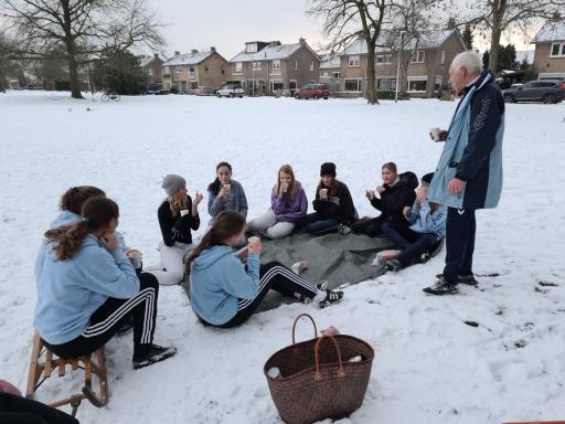 MO15-1 traint gewoon door in de sneeuw