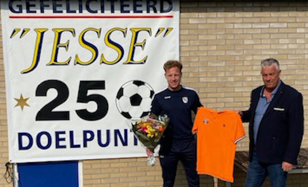 Jesse van Huistede scoort 250e competitiegoal